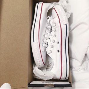 Classic White Converse ⭐️🐩
